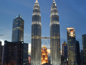 Putrajaya Boat Cruise,Twin Tower,Chinatown & Cultural Show with Dinner Malaysia Tour Packages Photos