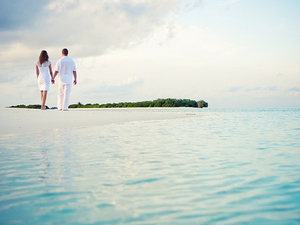 Andaman Beach Tours for Honeymoon Couple Photos