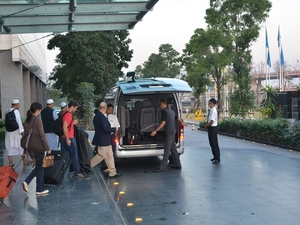 Private Arrival Transfer: Bangkok Airport to Hotel Photos