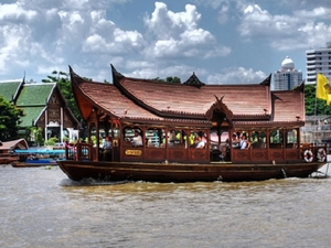 Bangkok Dinner Cruise On The Chao Phraya River Photos