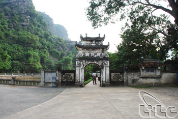 Dinh And Le Temples01