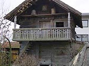 Historical Troadkastn Building