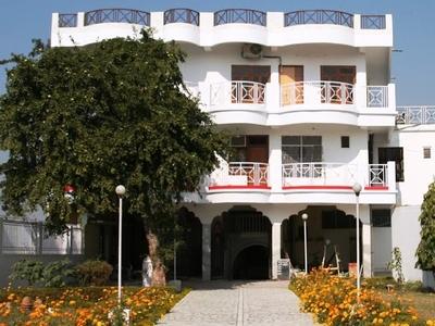 Jhunsi Ashram  Vip Guest House