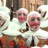 Les Gilles Portant Leur Masque