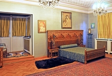 Pelişor Castle - Golden Bedroom