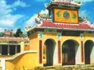 Qua Giang Communal House