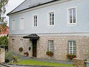 Rectory Neukirchen an der Enknach