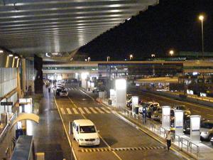 Private Departure Transfer: Hotel to Rome Fiumicino Airport Photos