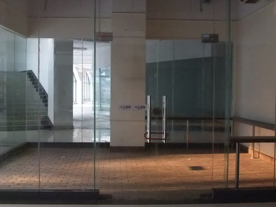 1Empty Retail Spaces