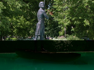 Statue of overseer Zonuk