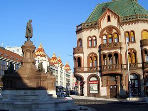 Zsolnay Statue