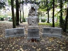 Szczecin Cmentarz Centralny Nagrobek Rodziny Meister