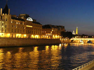 Eiffel Tower Dinner and Seine River Cruise by Minivan Photos