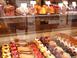 Paris Food Tour: Macaron and Chocolate Behind-the-Scenes Experience with a Pastry Chef Photos