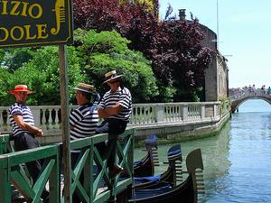 Venice Gondola School: Learn How To Be A Gondolier Photos