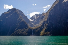 Waterfall @ Milford Sound - Fiordland NZ