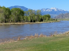 WY Yellowstone River & National Park View