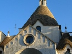 Alberobello and its trulli: a tour in a fairy tale