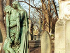 Famous Graves of París. Visit to Pére LaChaise Photos