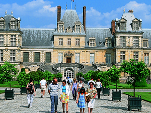 Fontainebleau Castle - by bus - F Photos