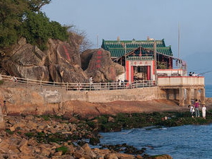 Hong Kong Harbor Night Cruise and Dinner at Lei Yue Mun Seafood Village Photos