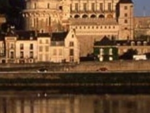 Loire Valley Castles - pick up & return hotel in minibus - CHL
