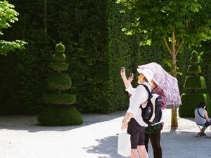 Skip the Line + Transfer + Guide - Versailles Castel & Gardens Tour Photos