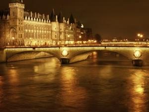 The Dark Heart of Paris: Ghosts, Legends and Mysteries Walking Tour  (Winter Season) Photos