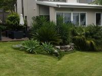 Close to all amenities & bush walks