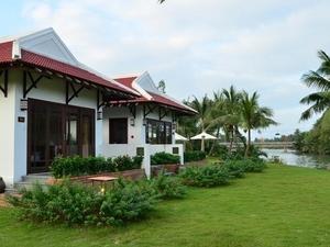 Bamboo Village Riverside Resort