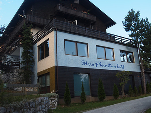 Blue Mountain Hotel & Hostel