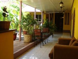 Iguana Hostel & Café