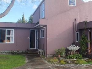 Purple-der House Accommodation