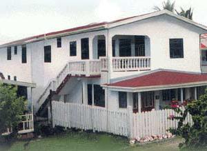 Tropical Breeze Guesthouse/Apartments