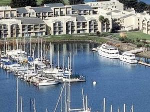 Doubletree Berkeley Marina