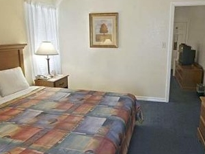 Econo Lodge Inn And Suites Int