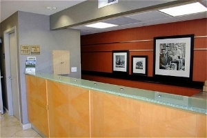 Holiday Inn Exp Redwood Centrl