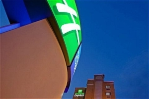 Holiday Inn Exp Lga Arpt Flush