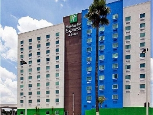 Holiday Express and Suites Toluca Zo