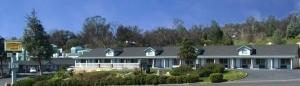Oakhurst Lodge