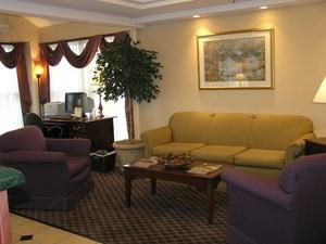 La Quinta Inn Suites Warwick