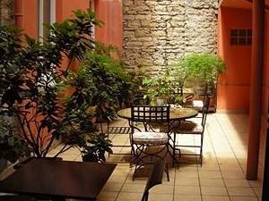 Au Patio Morand Hotel