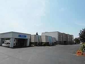 Niagara Lodge and Suites