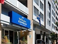 Holiday Inn Express Hotel and Suites Centre Vill
