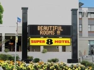 Super8 Hotel Victoria
