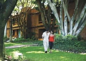 Los Laureles Hotel Y Centro De