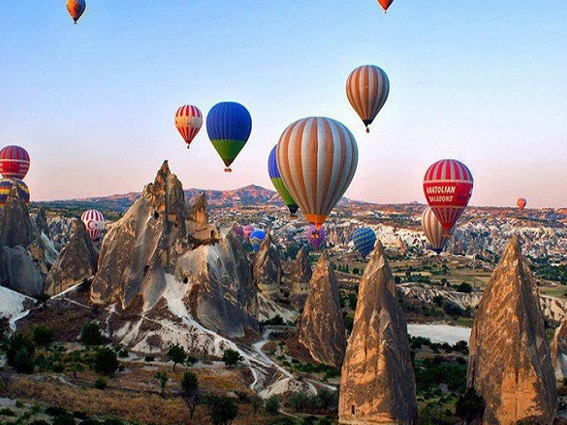 Cappadocia Hot-Air Balloon Ride with Breakfast and Champagne Photos