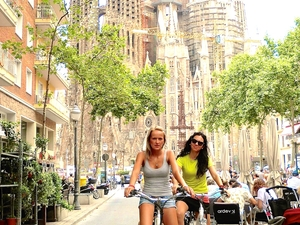Barcelona City Tour by Bike and Sagrada Familia Skip the Line Visit