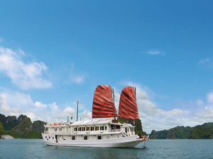 The Best Cruise to Visit Halong Bay Photos