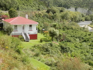 Dunedin Shore Excursion: Taieri Gorge Railway Tour and City Sightseeing Photos
